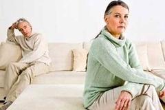 """Vợ 72 - chồng 80 tuổi kéo nhau ra tòa vì hết """"yêu"""""""