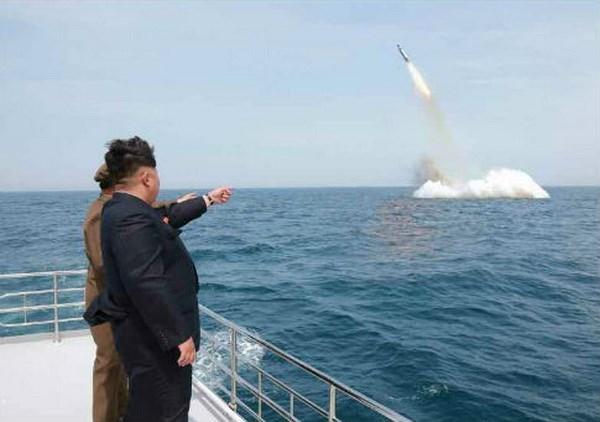Triều Tiên phóng tên lửa đạn đạo từ tàu ngầm?