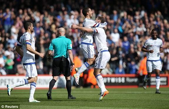 Hazard hồi sinh, Chelsea thắng to trên sân khách