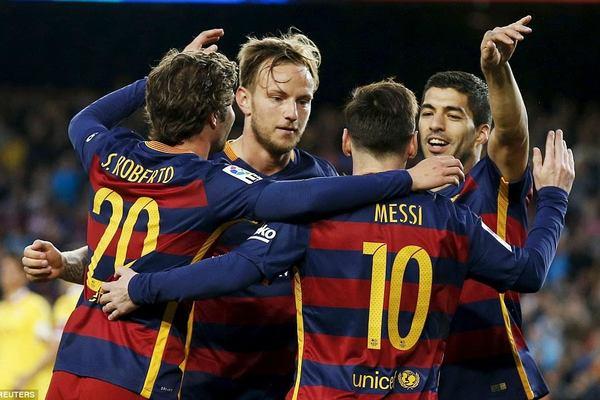 Lại lập poker, Suarez giúp Barca đại thắng tại Nou Camp