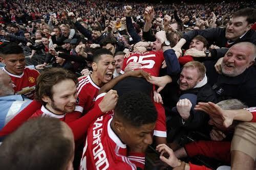 Những khoảnh khắc 'phát rồ' của bầy Quỷ tại Wembley