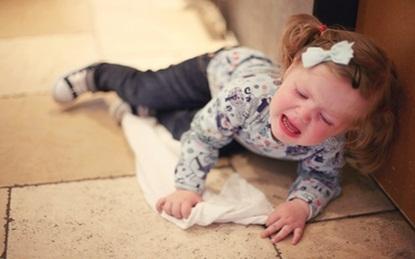 Kết quả hình ảnh cho em bé 3 tuổi khóc