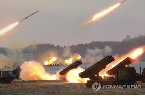 Triều dàn 300 bệ phóng hỏa tiễn dọc biên giới Hàn