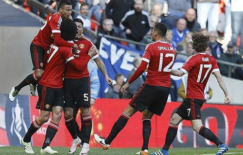 MU phát cuồng ở FA Cup: Hạng hai cũng sướng