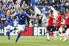 """""""Xỏ mũi"""" MU, Leicester có thể đăng quang cuối tuần này"""