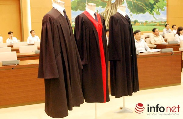 tòa án, thẩm phán, xét xử