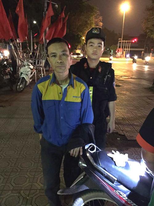 Bắt quả tang nhân viên sân bay Nội Bài tàng trữ ma tuý
