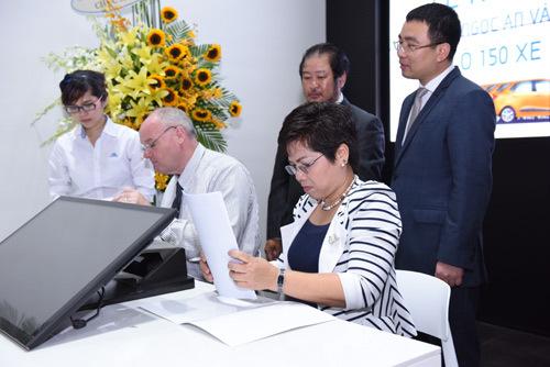 Hyundai Digital Showroom Hyundai Ngọc An khai trương Showroom xe hơi kỹ thuật số đầu tiên ở TP.HCM 20160425151212 z5