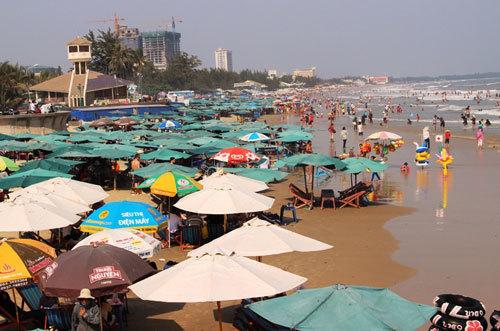 Vũng Tàu nói gì về việc cấm ăn nhậu, nấu nướng ở bãi biển?