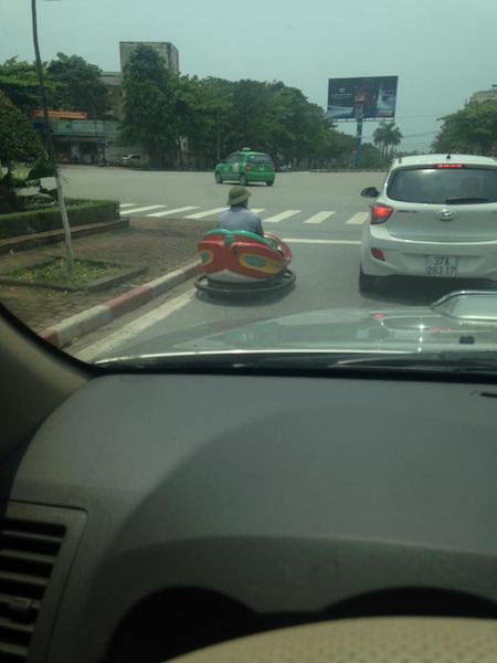 Chiếc xe 'thần thánh' bất ngờ xuất hiện trên đường phố Vinh