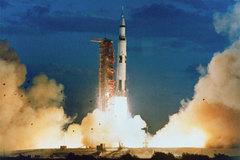 Tên lửa phóng vào vũ trụ tốn bao nhiêu năng lượng?