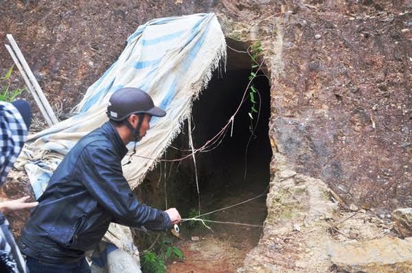 Kiểm điểm bí thư đào hầm xuyên núi