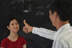 """Nhật ký người cha 18 năm đi tìm """"tiếng người"""" cho con gái"""