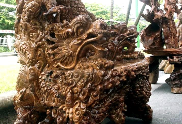 Bàn ghế gù hương ngũ long ngàn tuổi của đại gia Tuyên Quang
