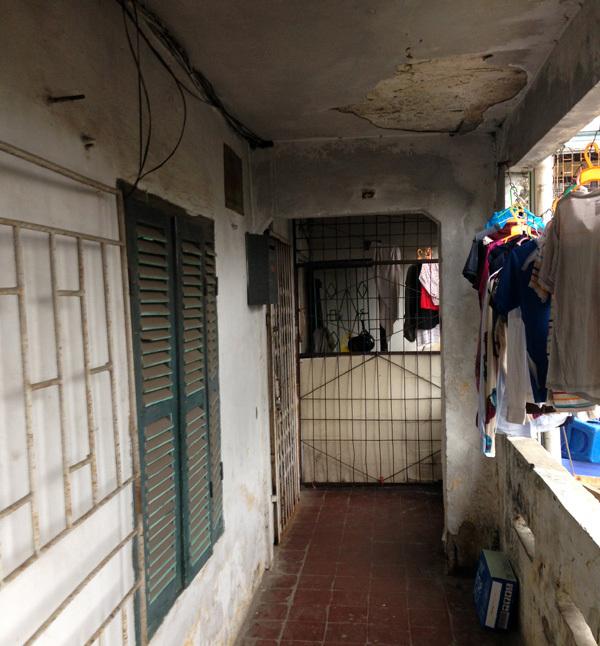 Sống nguy hiểm trong chung cư đất vàng giữa Hà Nội