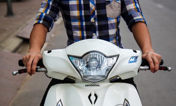 Phanh xe máy: Kỹ năng cực quan trọng mà người Việt thường 'quên' không học