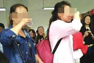 Thầy giáo ép sinh viên thi uống rượu