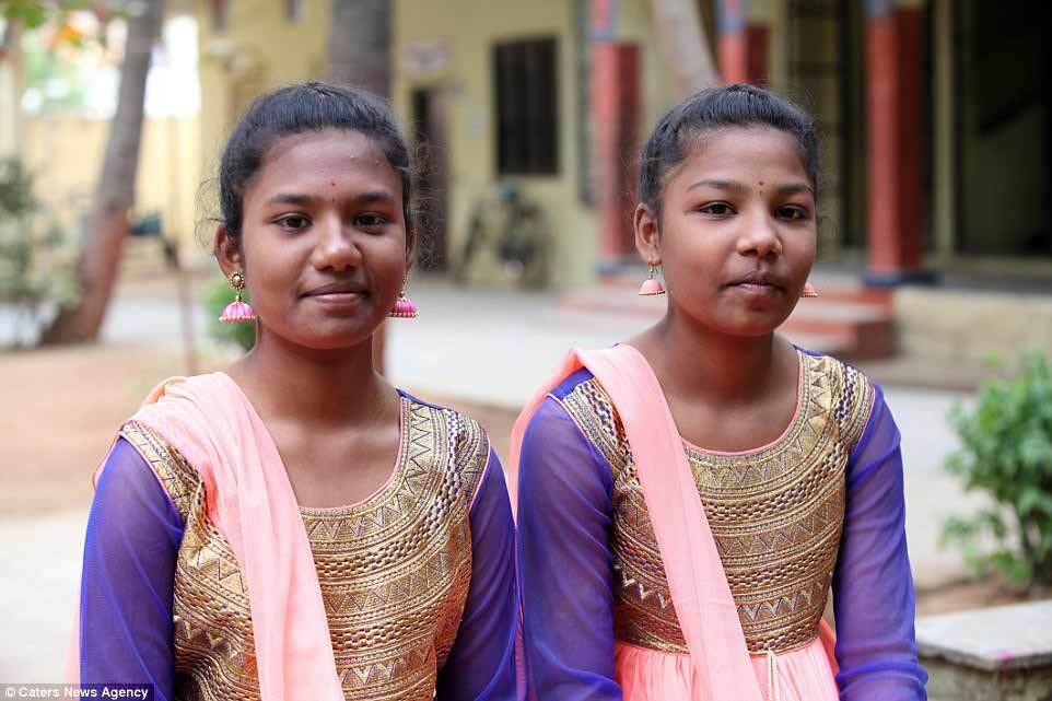 song sinh, Ấn Độ, trường học, giáo viên
