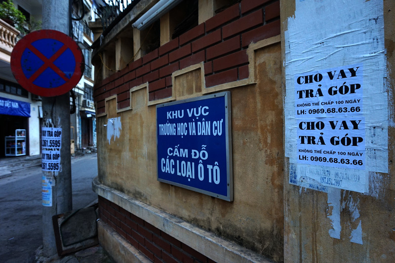 Quảng cáo tín dụng đen bủa vây ngõ ngách Thủ đô