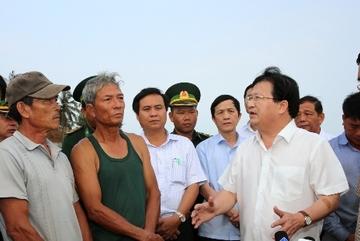 Phó Thủ tướng: Sẽ hỗ trợ người dân vùng biển có cá chết