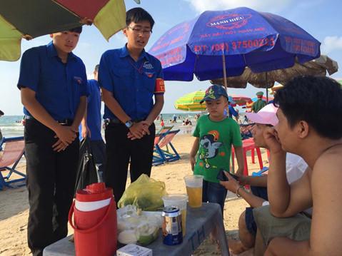 Bí thư Vũng Tàu ra bãi biển nhắc du khách không ăn nhậu, nấu nướng