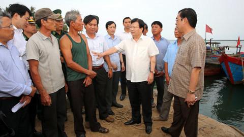 Phó Thủ tướng chỉ đạo khắc phục hậu quả cá chết bất thường