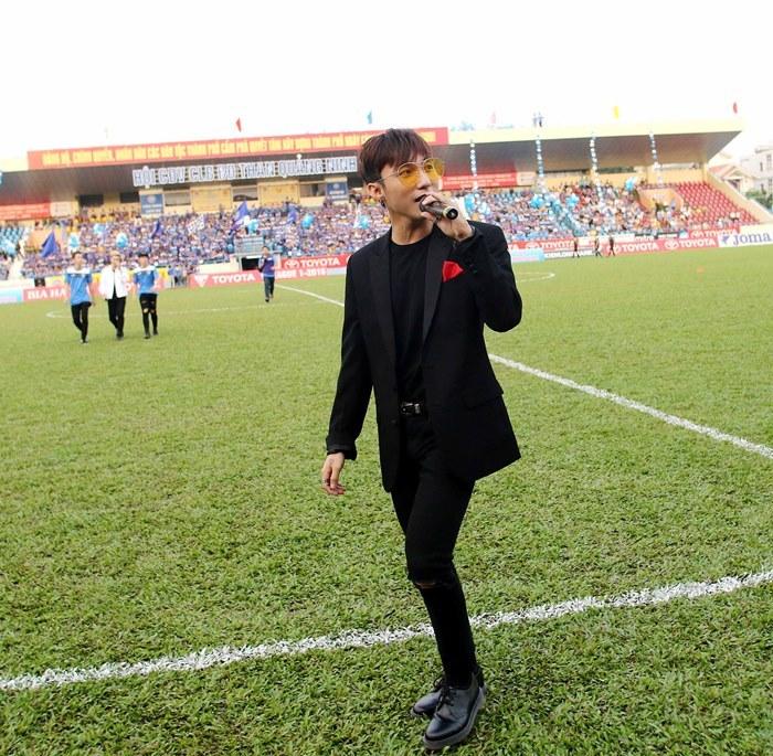 Sơn Tùng M-TP tung 4 hit, Than Quảng Ninh đáp lễ...4 bàn thắng TIN TỨC