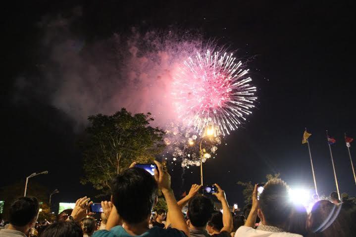 bắn pháo hoa, phố đi bộ, nguyễn huệ, Sài Gòn