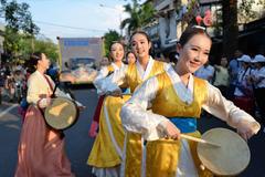 Nghệ sỹ khoe nhan sắc hút hồn ở lễ hội đường phố