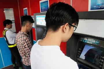 Hàng chục triệu thẻ ATM phải làm lại