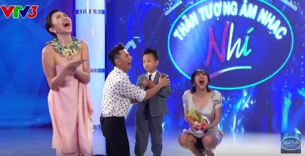 Văn Mai Hương nói về vụ 'ngồi xổm' trên sóng truyền hình