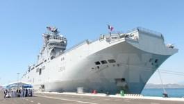 Chiến hạm Tonnerre của Pháp cập cảng Cam Ranh