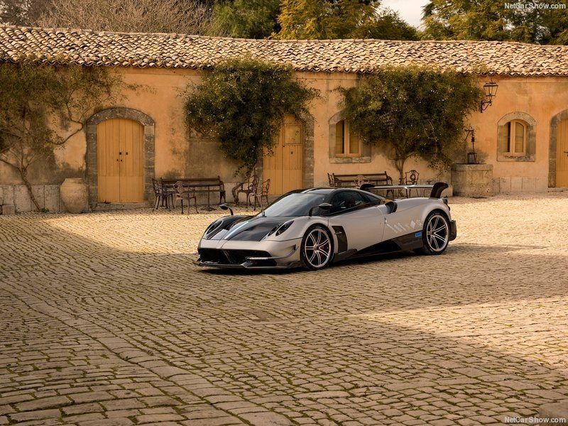 Ngắm vẻ đẹp của siêu xe giá gần 56 tỷ đồng