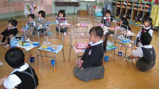 Nhật Bản: 40% phụ huynh không thể gửi con vào trường mầm non mình muốn
