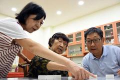 Giám đốc lương cao ngất xin nghỉ việc để chăm sóc mẹ già