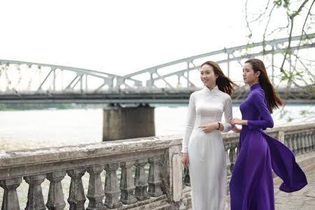 Thiếu nữ xứ Huế 'đốn tim' trong tà áo dài - VietNamNet