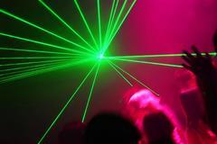 Bị phạt hơn 2,2 tỉ đồng vì chiếu đèn laser lên trời
