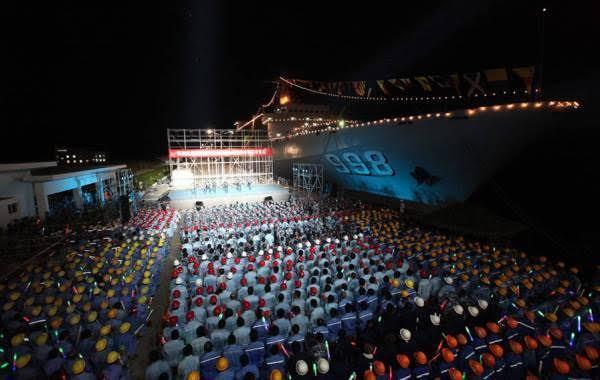 TQ ngang nhiên đưa tàu chiến ra Đá Chữ Thập