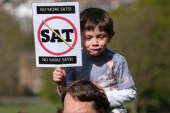 Phụ huynh cho con nghỉ học để phản đối kỳ thi