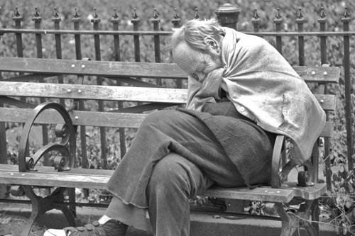 Chơi công viên nhặt được viên kim cương tiền tỷ: Đổi đời
