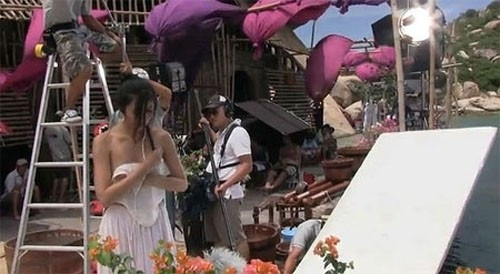 Hà Tăng, Chi Pu điêu đứng vì bê bối ảnh nhạy cảm tràn lan