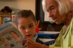 Cụ bà 105 tuổi làm từ thiện để sống lâu