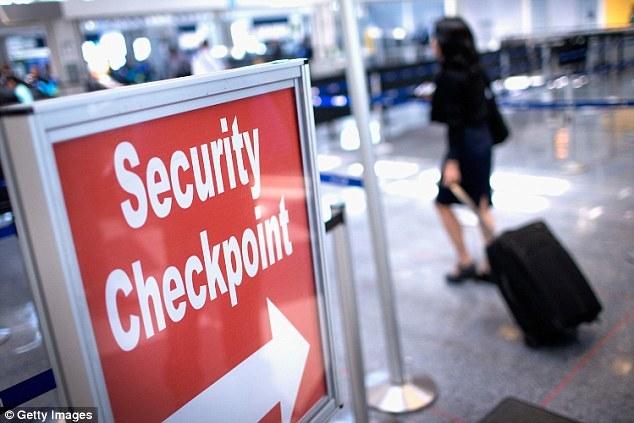 Du khách để quên cả tỷ đồng ở sân bay
