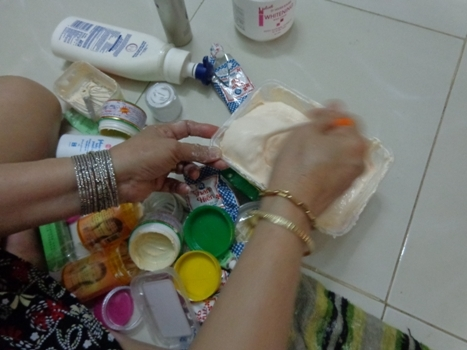 Kinh hãi sản xuất kem trộn dưỡng da từ nguyên liệu 'thập cẩm'