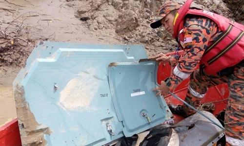 Thấy mảnh vỡ nghi của phi cơ chở quan chức Malaysia