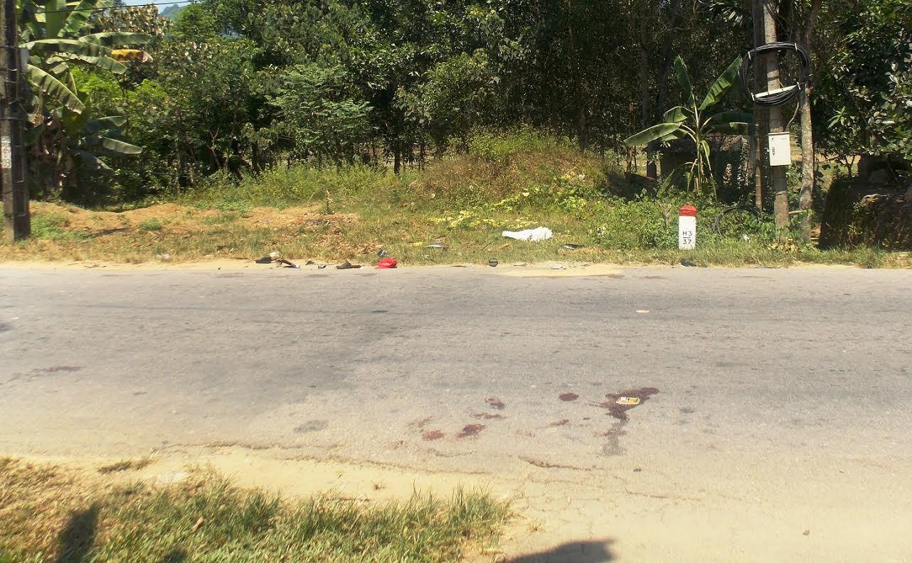 Xe máy đấu đầu, 4 người văng ra đường chết thảm