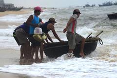 Tâm điểm CN: Tìm nguyên nhân cá chết biển miền Trung