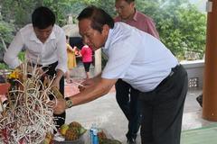 Bộ trưởng TT&TT dâng hương tưởng niệm anh hùng liệt sĩ tại Hà Giang