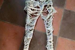 Chiếc quần như giẻ rách được bán với giá trên trời