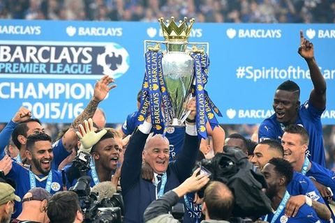 Giây phút Leicester nâng cúp vô địch Ngoại hạng Anh